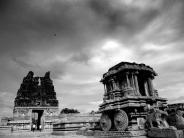 സംഗീതം പൊഴിക്കുന്ന തൂണുകളുള്ള ക്ഷേത്രം