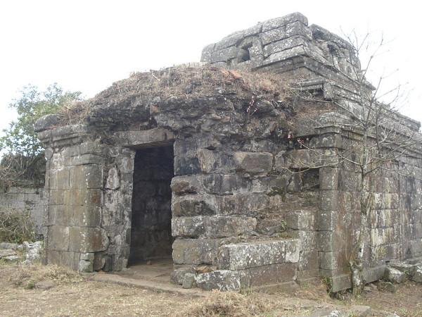 വനത്തിന് നടുക്കായി 1000 വർഷം പഴക്കമുള്ള ക്ഷേത്രം