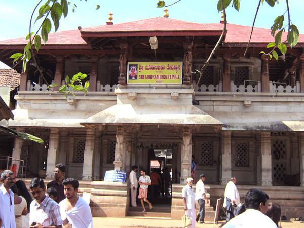അക്ഷരപ്രേമികളുടെയും കലാകാരന്മാരുടെയും കേന്ദ്രമായ മൂകാംബിക ക്ഷേത്രം