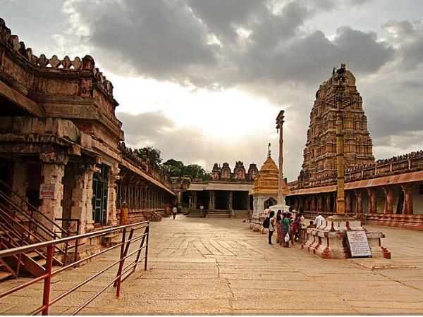 വിരൂപാക്ഷ: ഹംപിയെ ഹംപിയാക്കുന്ന പുണ്യക്ഷേത്രം