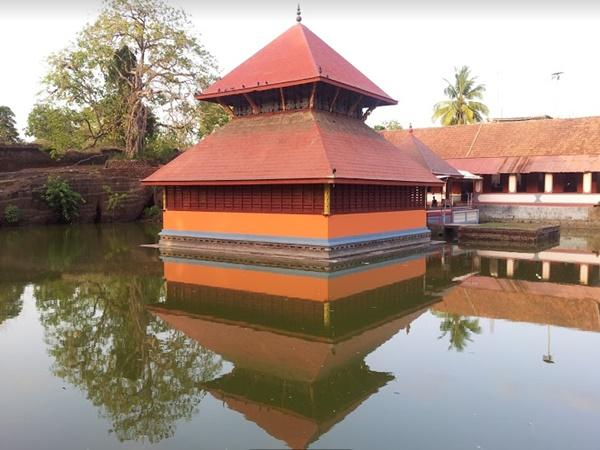കാസർകോഡിന്റെ സരോവര ക്ഷേത്രം
