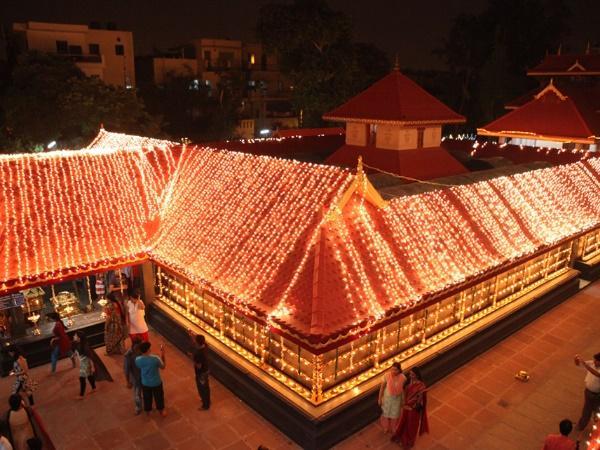 ഇവിടെ മാത്രമല്ല, അങ്ങ് ഡെൽഹിയിലുമുണ്ട് ഗുരുവായൂരപ്പൻ ക്ഷേത്രം