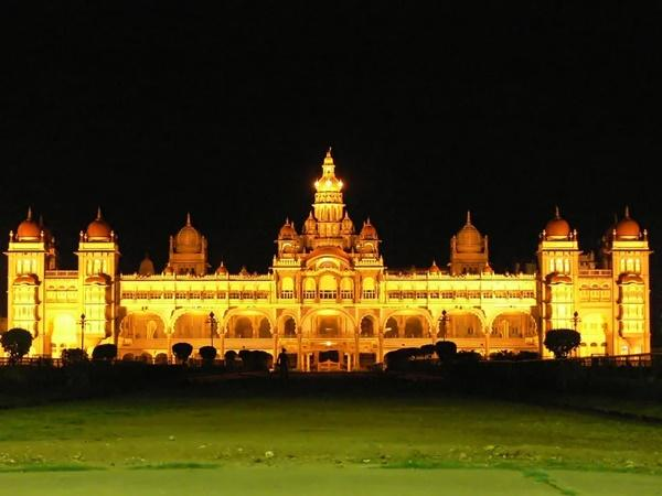 കത്തിയമർന്ന മൈസൂർ കൊട്ടാരവും 750 കിലോയിൽ സ്വർണ്ണ വിഗ്രഹവും..ഇത് നിങ്ങളറിയാത്ത മൈസൂർ