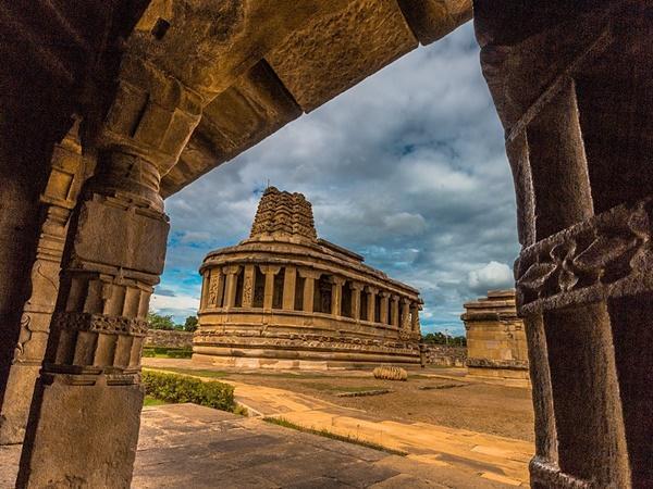 ദുര്ഗ്ഗാ പ്രതിഷ്ഠയില്ലാത്ത ദുര്ഗ്ഗാ ക്ഷേത്രം, സൂര്യവിഗ്രഹം പ്രതിഷ്ഠിക്കപ്പെട്ട അപൂര്വ്വ സ്ഥാനം