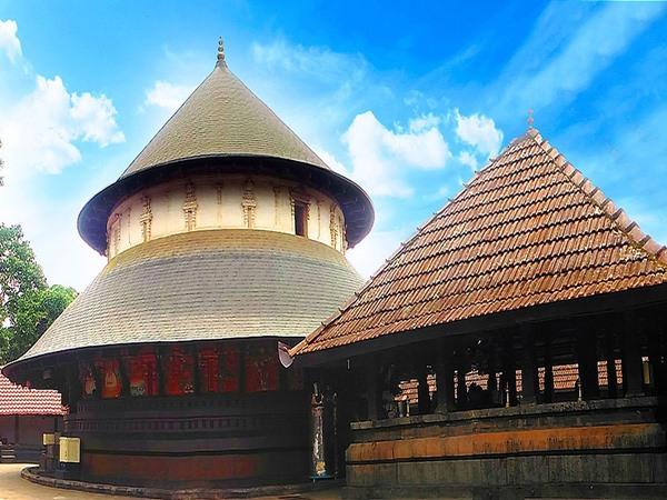 ശിവകുടുംബസാന്നിദ്ധ്യമുള്ള ക്ഷേത്രം, നാലമ്പലത്തിലെ ഇരട്ടഗണപതി പ്രതിഷ്ഠ,അപൂര്വ്വ ക്ഷേത്ര വിശേഷം
