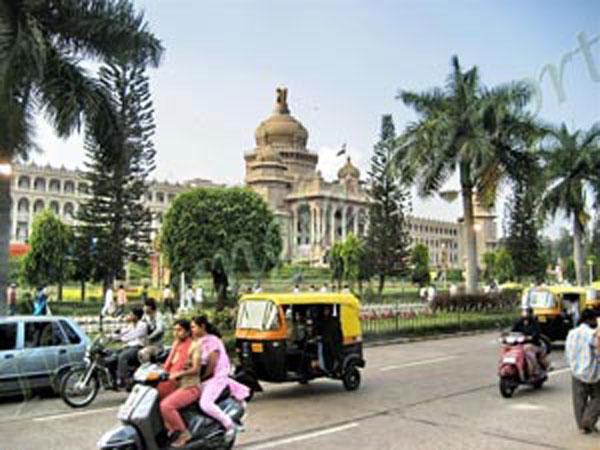 ബംഗളുരുവില് പ്രവേശിക്കണമെങ്കില് കൊവിഡ് നെഗറ്റീവ് ഫലം നിര്ബന്ധമാക്കി