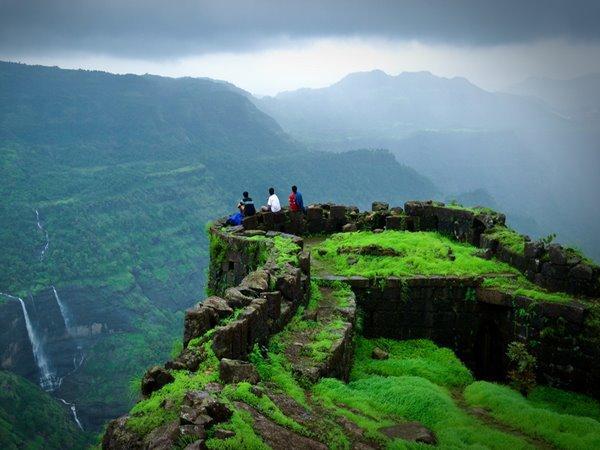 ഇന്ത്യയിലെ ഏറ്റവും മികച്ച ട്രക്കിങ്ങിലൊന്ന്... കാടുകയറിയിറങ്ങി കോട്ടയുടെ രഹസ്യങ്ങളിലേക്ക്