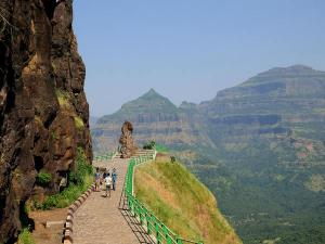Malshej Ghat Travel Guide Malayalam