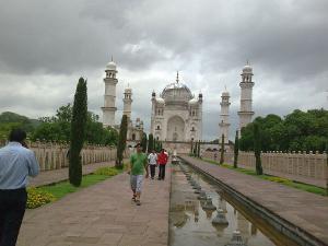Bibi Ka Maqbara Travel Guide Malayalam