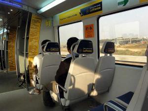 How Travel Around Delhi Train Go Sightseeing