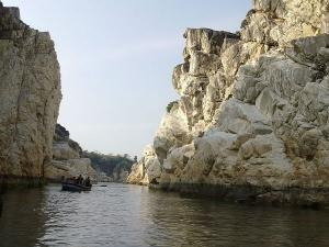 Marble Rocks Bhedaghat The Natural Wonder Malayalam