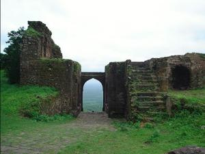Let Us Go To The Mysterious Asirgarh Fort