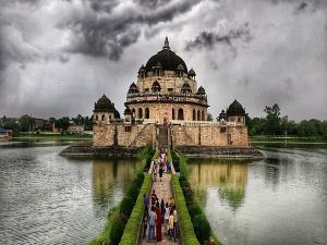 Tomb Of Sher Shah Suri In Bihar History Timings And How To Reach