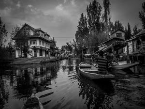 Unknown And Interesting Facts About Dal Lake In Srinagar