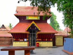 Valayanad Devi Temple In Kozhikode History Attractions Timings And How To Reach