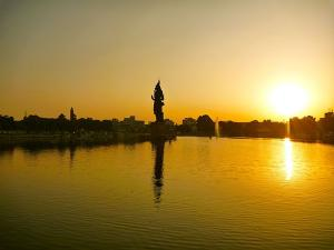 From Visiting Historical Buildings To Enjoying Night Life Things To Do In Vadodara Gujarat