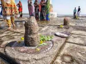 Nishkalank Shiva Temple Inside The Arabian Sea In Gujarat