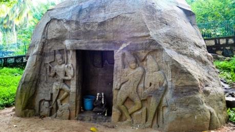 കാലം കയ്യൊപ്പു പതിപ്പിച്ച വിഴിഞ്ഞം ഗുഹാ ക്ഷേത്രം