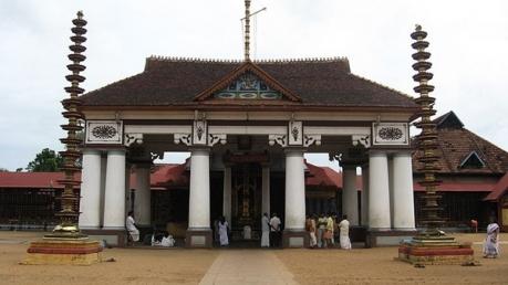 ശിവരാത്രിയുടെ പുണ്യവുമായി വൈക്കം മഹാദേവ ക്ഷേത്രം